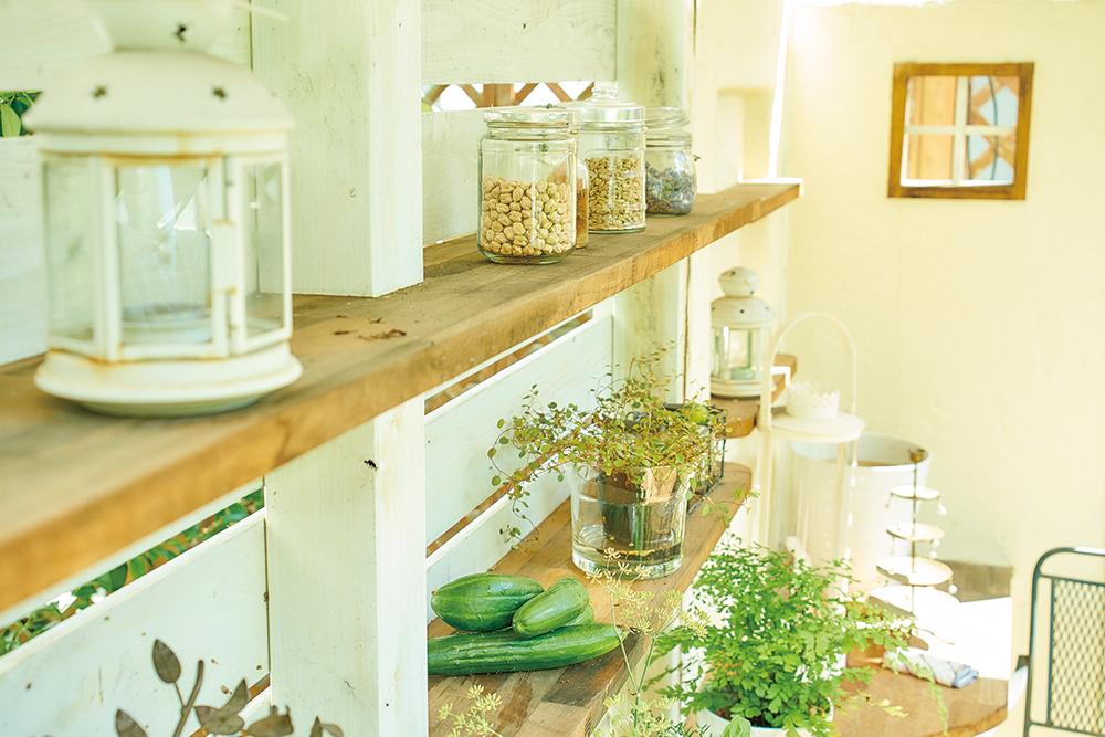 花とハーブは、料理はもちろん、いろいろな形で暮らしに取り入れることができる