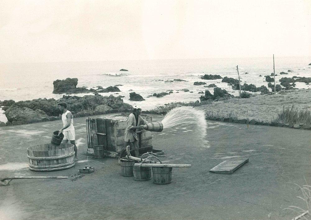 かん水をとるための装置である揚浜式塩田