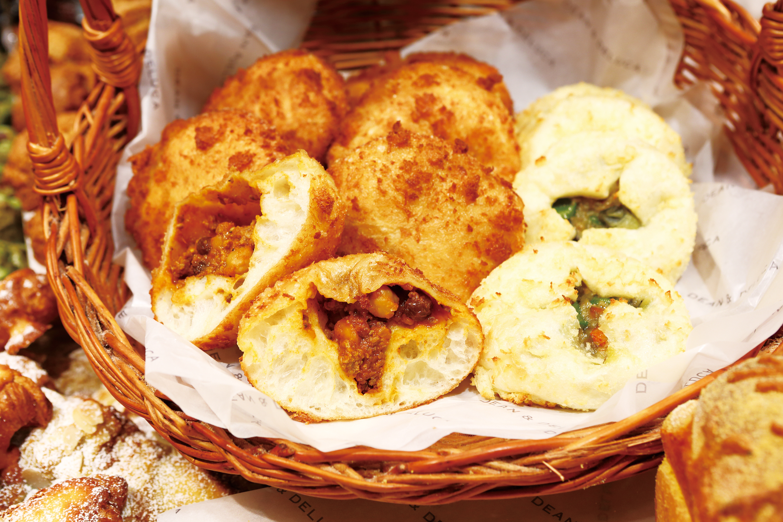 キーマカレーパンとグリーンカレーパン